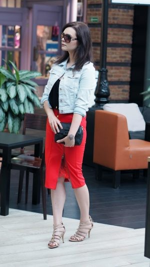 guess total look-leather red skirt (2)