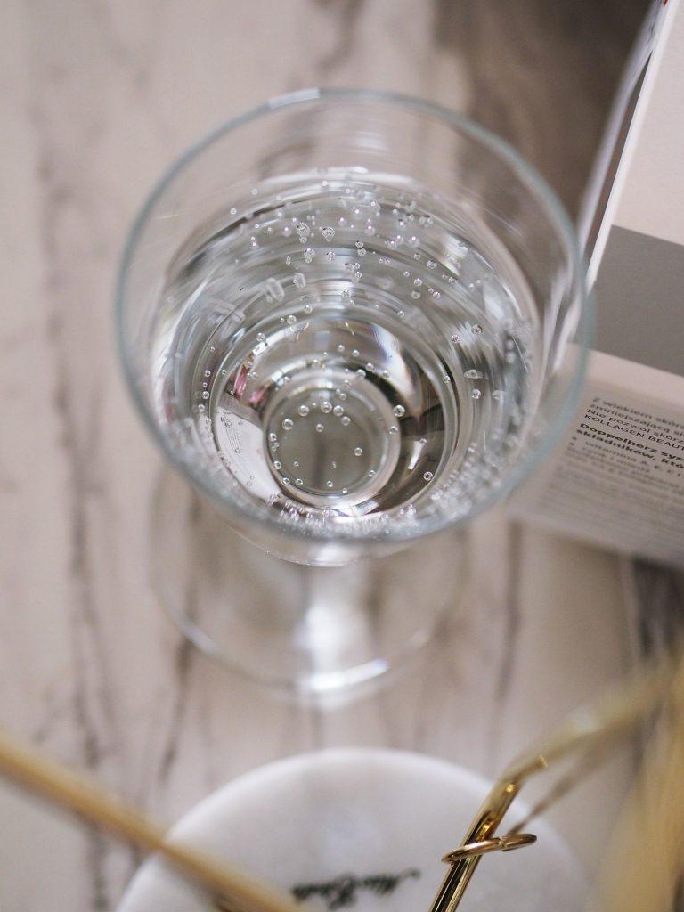 picie wody i suplementacja na zmarszczki