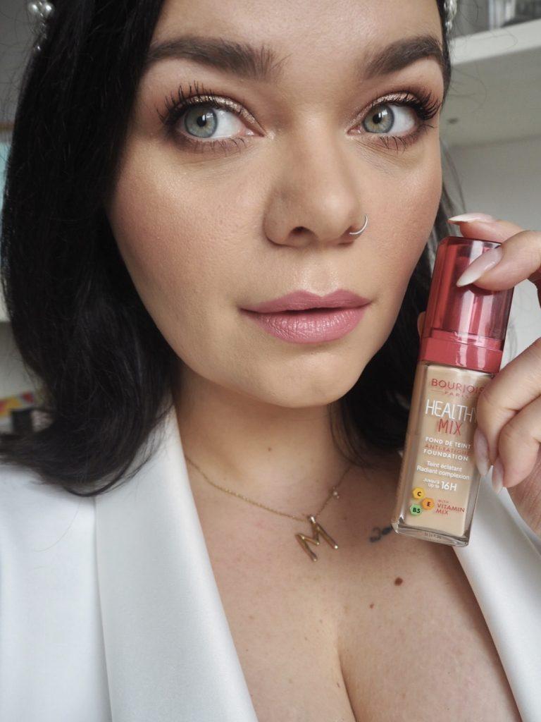 Makijaż wykonany z użyciem kosmetyków Bourjois Healthy Mix – wybierz najlepsze podkłady do twarzy Bourjois.