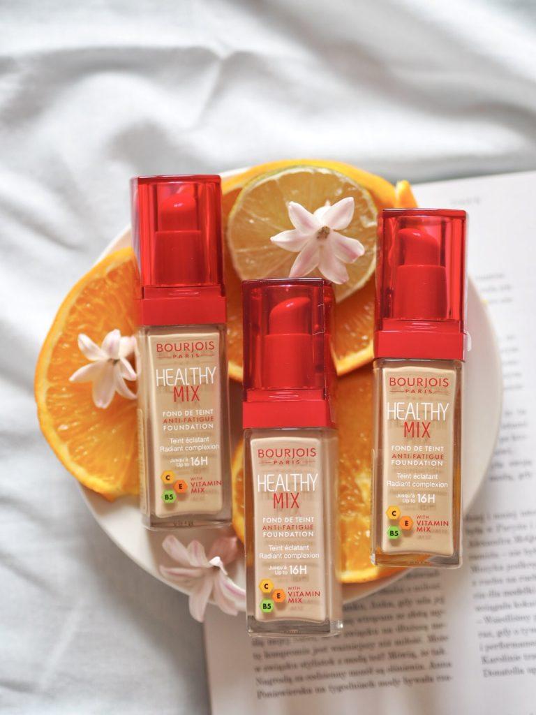 Witaminowy podkład Bourjois Healthy Mix dostępny jest w aż 9 odcieniach co gwarantuje, że dobierzesz idealny odcień do odcienia swojej skóry – możesz też łączyć odcienie. Sprawdź, jak dobrać podkład do twarzy.