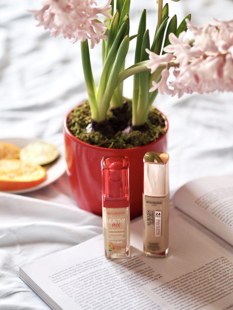 Nie wiesz, jak wybrać najlepsze podkłady – poznaj jeden z podkładów Bourjois - Always Fabulous lub Healthy Mix, które ukryją niedoskonałości, pięknie pachną i mają lekką kremową konsystencję.