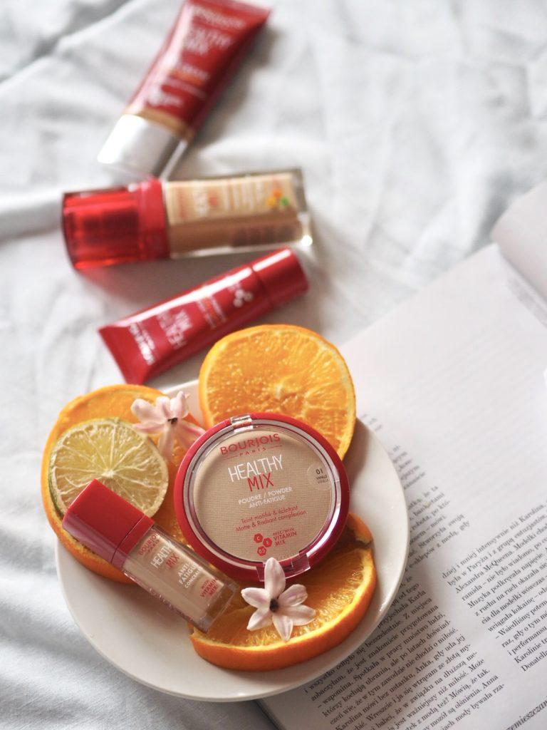 Wybierz najlepszy podkład z witaminami, puder matujący, rozświetlający korektor, bazę pod makijaż, krem BB Bourjois Healthy Mix i podaruj swojej skórze nawilżenie i odżywienie – sprawdź, jak dobrać kolor podkładu.
